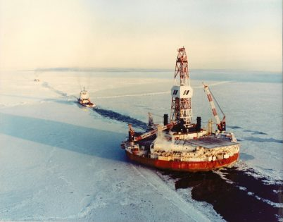 Arctic-drilling-rig-being-towed-off-Alaska